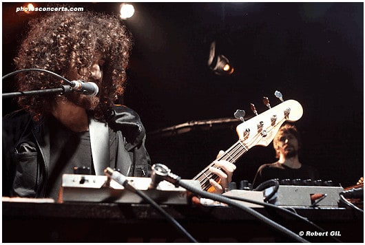 concert : 2009 09 14 Wolfmother au Trabendo bass guitar