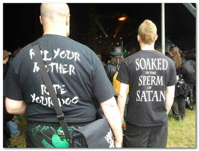 hellfest-2013-people-weird-shirts