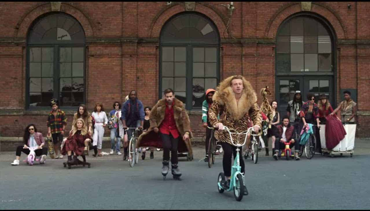 Macklemore and Ryan Lewis - Thrift Shop (feat. Wanz) photo