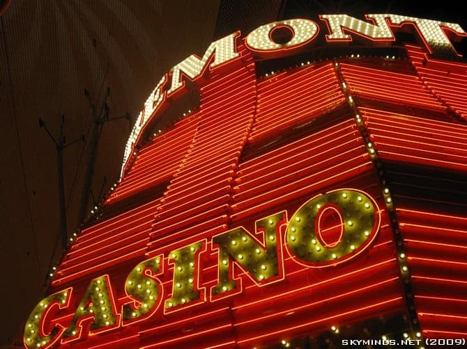 Las Vegas : the Fremont Street Experience - Summer of 69 photo 3