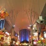 Las Vegas : Fremont Street and the neon cowboy