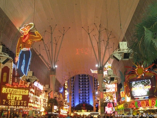 Las Vegas : the Fremont Street Experience - Summer of 69 photo 5