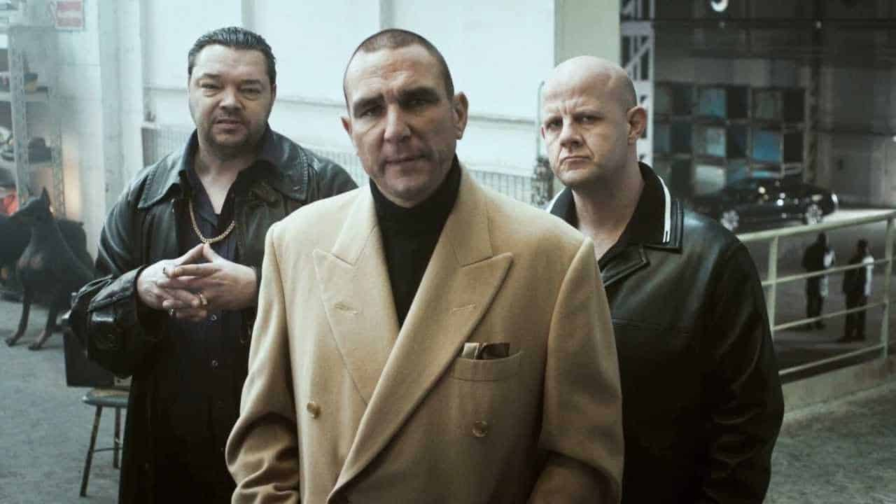 Vinnie Jones : hard and fast hands-only CPR photo